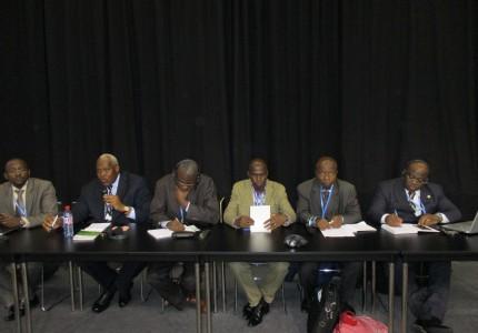 Le champion Roger NGOUFO (2ème à partir de la gauche), paneliste au cours d'un événement parallèle